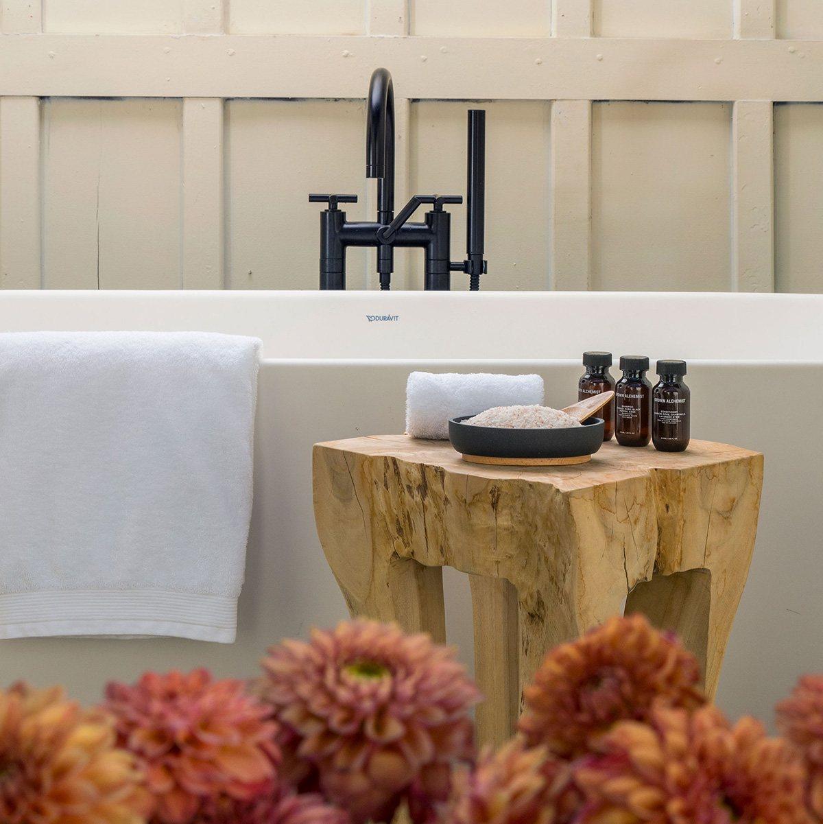 MacArthur Place bathtub